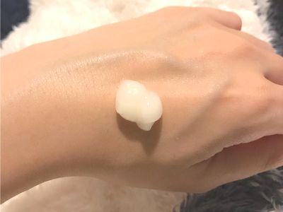 ③《保湿クリーム》VCビタールを顔全体に塗り広げる