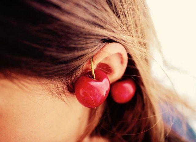 耳にニキビみたいなできものが!これってニキビ?それとも別のしこり?【耳ニキビの対処法】