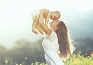 【産後の薄毛対策】予想以上の抜け毛で治まる気配がないときの対策7選